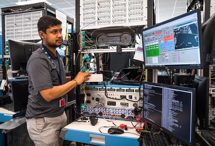 GM embauche 3000 ingénieurs en logiciels